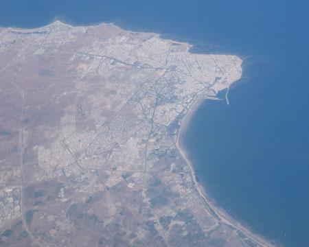 Vuelo en avión por la costa Africana, la ciudad de Jadida.