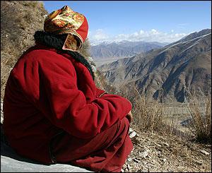 monje montañas tibet