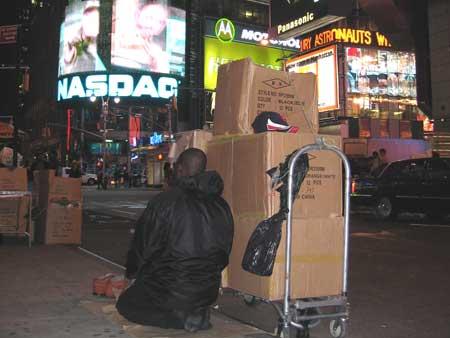 pobreza en times square, nueva york, mira lo que veo