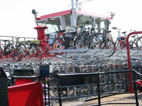 parking bicis fietspont ferry barco holanda amsterdam